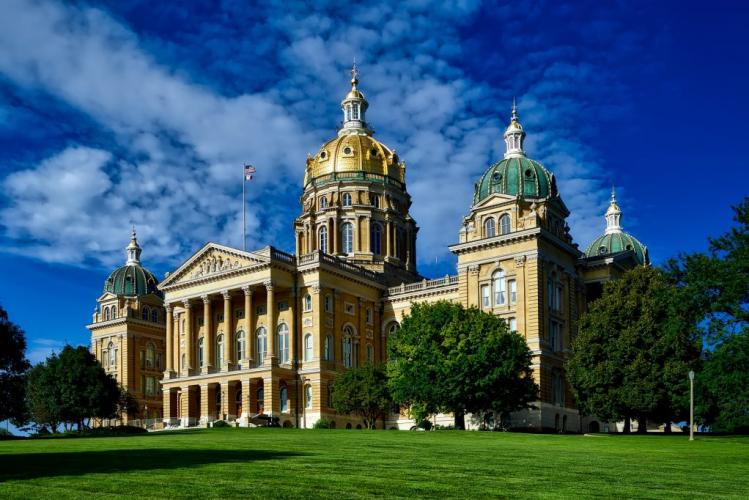External view of the iowa state capital in front of a blue sky
